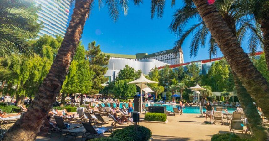 las vegas casino swimming pool